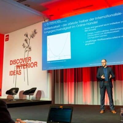 Dr. Matthias Schu auf der Hauptbühne der IMM Cologne 2019